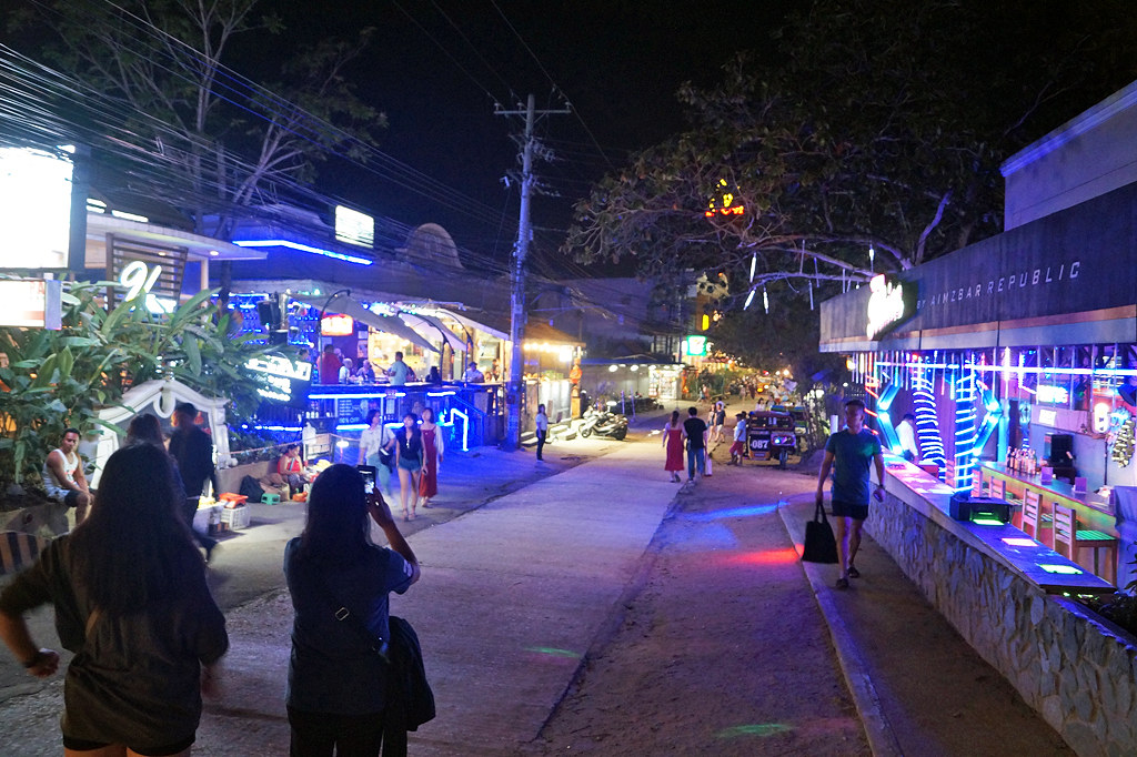 A nightlife district in Pangloa, Philippines. Credit: David Ruiz.